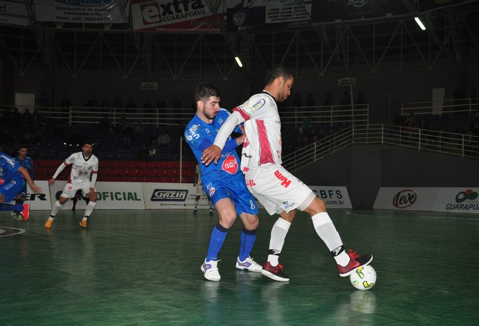 Umuarama e Guarapuava empataram neste sábado pela Liga Nacional de Futsal (Foto: Bruno Vanço/AFSU)
