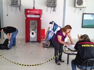 Caixa eletrônico é violado em faculdade de João Pessoa (Foto: Walter Paparazzo/G1)