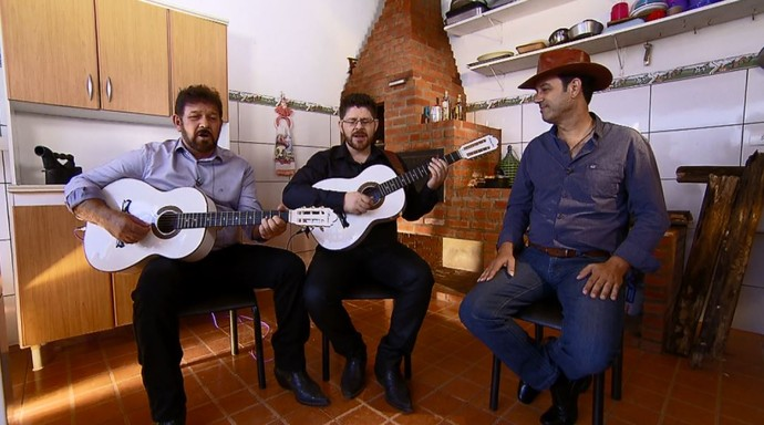 Pedro e Pedrinho dão o tom musical ao quadro 'Raízes de Família' (Foto: reprodução EPTV)