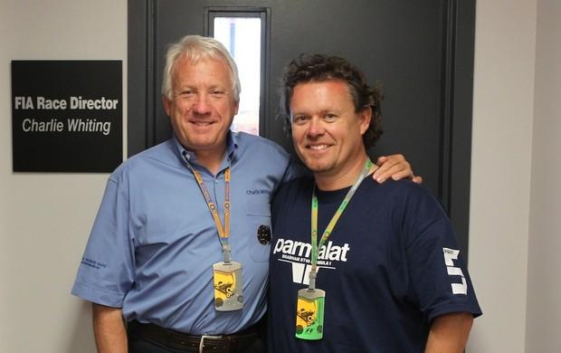 Charlie Whiting, diretor de provas da Fórmula 1, encontra o dono de seu perfil falso em Montreal (Foto: Reprodução Twitter)