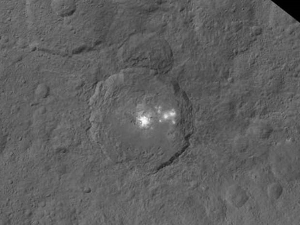 Câmera da sonda Dawn identificou cerca de 130 focos brilhantes em Ceres  (Foto: NASA/JPL-Caltech/UCLA/MPS/DLR/IDA)