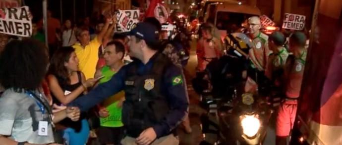 Protesto em passagem da tocha por Teresina  (Foto: TV Clube )