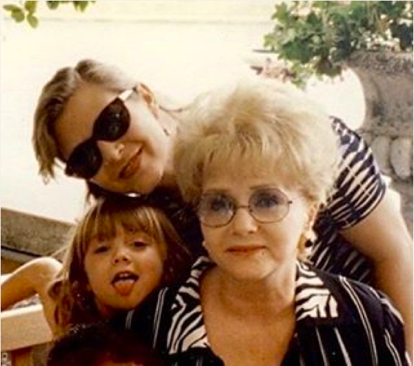 A atriz Carrie Fisher com a filha, Billie Lourd, e a mãe, Debbie Reynolds (Foto: Instagram)