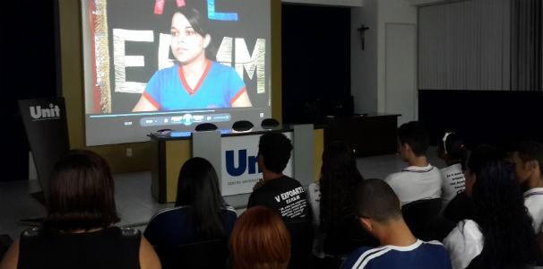 Em depoimento, estudante fala sobre sua participação no projeto  (Foto: Divulgação/TV Gazeta)