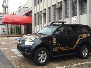 Polícia Federal chegou cedo na câmara de Rio Preto  (Foto: Victor Pizeta / TVTEM)