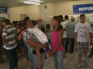 Superlotação em hospital de Arcoverde após epidemia de dengue, no Sertão de Pernambuco (Foto: Reprodução/TV Asa Branca)
