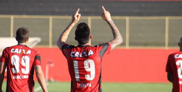 Pineda comemora gol pelo Vitória (Foto: Maurícia da Matta/ Divulgação EC Vitória)