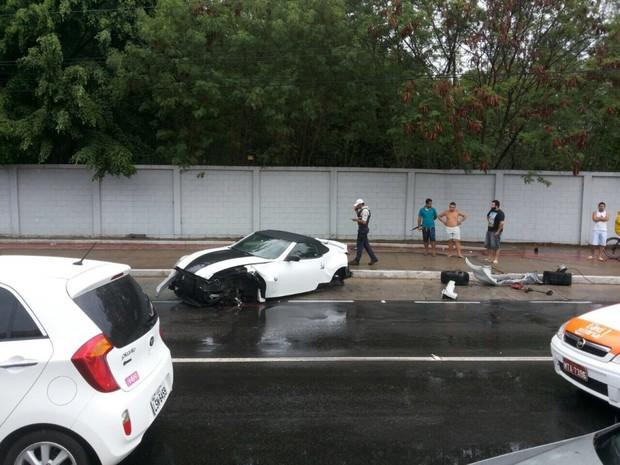 Motorista perde controle da direção e destrói conversível, em Vitória espírito santo (Foto: Internauta/ A Gazeta)