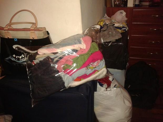 Mãe já separou malas e sacolas com roupas para vender (Foto: Arquivo Pessoal)