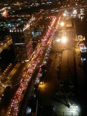 Trânsito na região do Gasômetro na noite desta quarta-feira (23) por conta do tiroteio no Caju (Foto: Reprodução/Cet Rio)