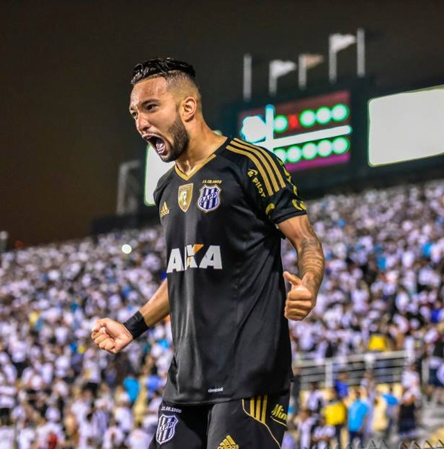 ... ao elenco profissional do Corinthians fez o número de atacantes  disponíveis subir para 10. Mesmo assim 3992164f19a6d