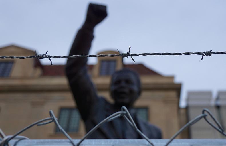 Estátua de Nelson Mandela na frente da embaixada sul-africana em Washington (Foto: Ted Eytan/Flickr/Creative Commons)