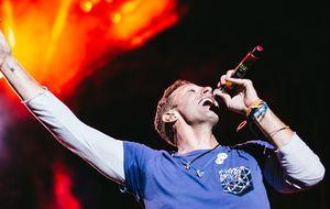 Coldplay faz Maracanã dançar em show colorido