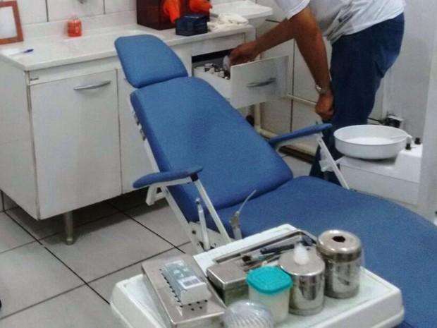 Clinica dentária clandestina foi fechada por policiais em Praia Grande (Foto: G1)