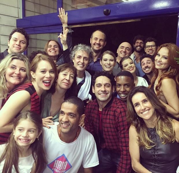 Elenco de Haja Coração posa na reta final da trama (Foto: Reprodução/Instagram)
