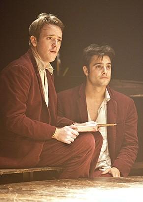 Pablo Sanábio e Felipe Lima em 'R & J Shakespeare' (Foto: Divulgação)