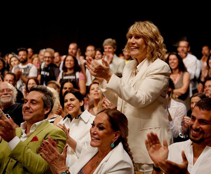 Renata Sorrah, que será Nora, se empolga na apresentação do clipe (Foto: Ellen Soares/TV Globo)