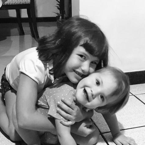 As duas filhas de Malvino Salvador (Foto: Reprodução)