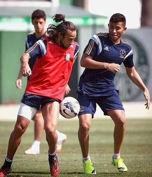 Mateus Muller e Valdivia treino palmeiras (Foto: Divulgação / Cesar Greco / Ag Palmeiras)