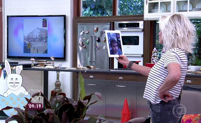 Ana Maria conversa com Zeca Camargo pelo celular (Foto: TV Globo)