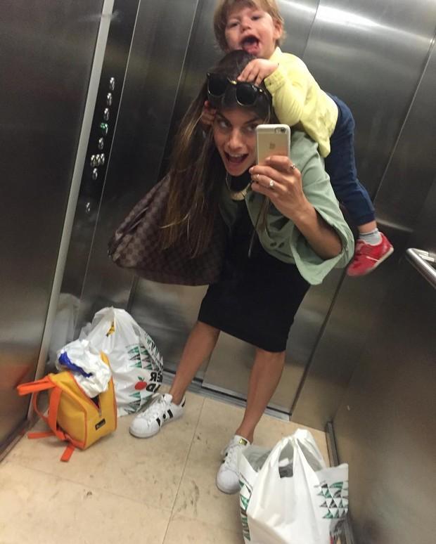 Joana Balaguer e o filho (Foto: Reprodução / Instagram)