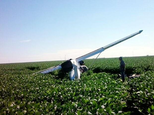 Piloto de avião comercial precisou fazer pouso forçado após problemas mecânicos. (Foto: José Antonio Araújo / Agora MT)