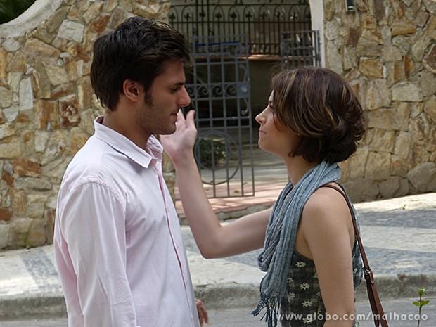 Micaela fica furiosa com a atitude de Martin e dá tapa na cara do bonitão