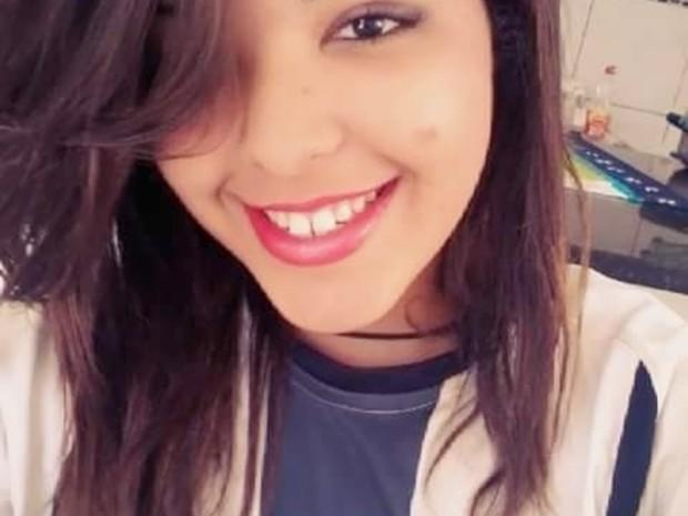 Larissa Dionísio tinha 15 anos (Foto: Reprodução/Facebook)