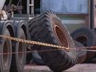 Homem morre após pneu cair sobre ele  (Reprodução / TV TEM)