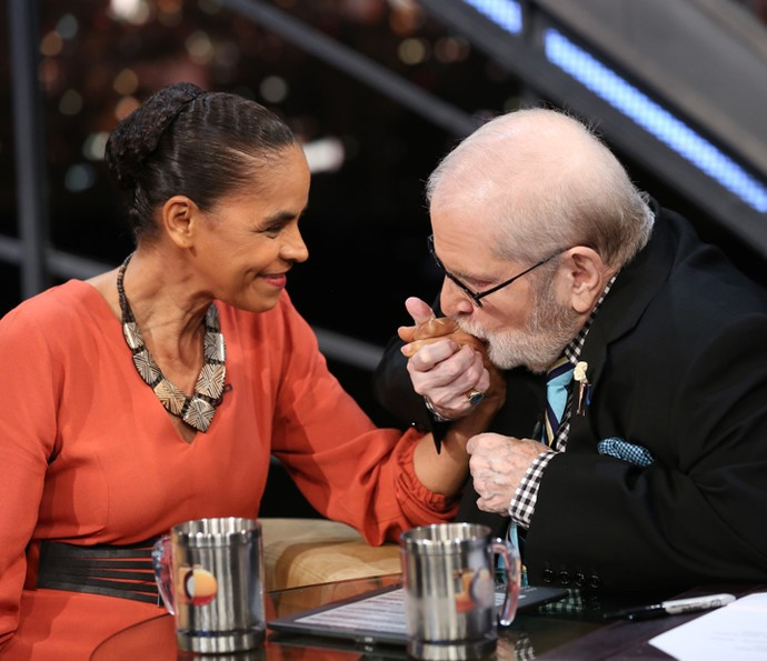 Jô Soares beija a mão de Marina Silva em entrevista (Foto: Carol Caminha/Gshow)