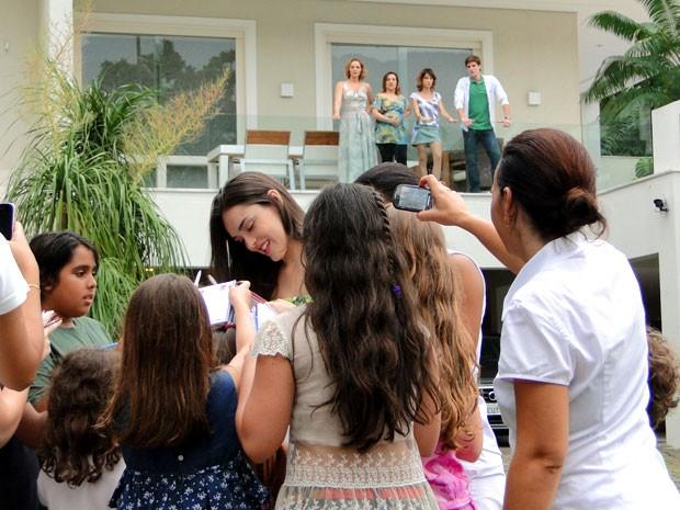 Cida brilha mesmo com a inveja das Sarmentas (Foto: Cheias de Charme / TV Globo)