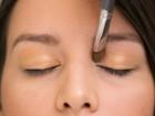 Aprenda a fazer olhos poderosos com um brilho mais sutil