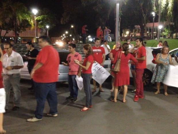 Ato em Sinop contou com a presença de 40 pessoas, segundo os organizadores (Foto: João Carlos Morandi/ TVCA)