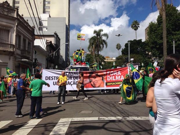 protesto contra Dilma e Lula em Caxias do Sul rs (Foto: Luma Leão/RBSTV)