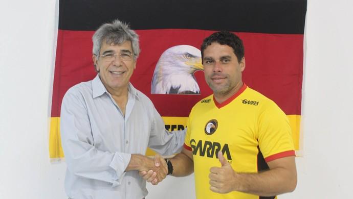 Leandro Sena, técnico do Globo FC - Marconi Barretto, presidente do Globo FC (Foto: Kaline Rodrigues/Globo FC)