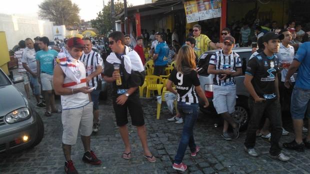 Torcedores de Treze e Fortaleza começam a chegar no Estádio Presidente Vargas, em Campina Grande (Foto: Silas Batista / Globoesporte.com/pb)
