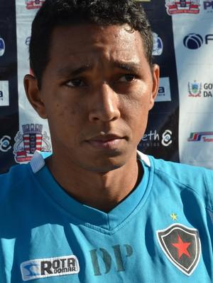 Chapinha, atacante do Botafogo-PB (Foto: Lucas Barros / GloboEsporte.com/pb)