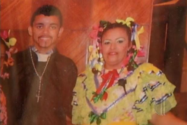 Doméstica Jaqueline Duarte Bonifácio, de 40 anos, e do filho dela, o estudante Leonardo Duarte, de 17 anos. (Foto: Reprodução/Inter TV Cabugi)