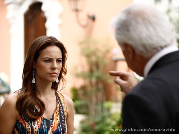 Depois de discutir com o pai, Paloma fica arrasada (Foto: Amor à Vida)
