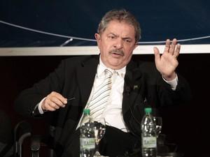 Lula durante discurso em Montividéu, no Uruguai, nesta quinta-feira (4) (Foto: Andres Stapff/Reuters)