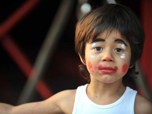Tomás já usando maquiagem de palhaço, em 2009 (Foto: Carlos Gueller)