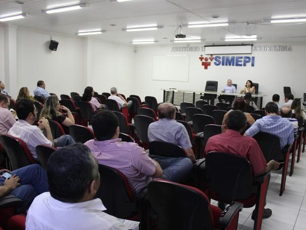 Médicos do Piauí realizam assembleia  (Foto: Ellyo Teixeira/G1)