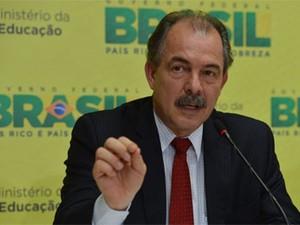 O ministro Aloizio Mercadante apresenta o balanço das inscrições do Enem 2013 (Foto: Valter Campanato/ABr)