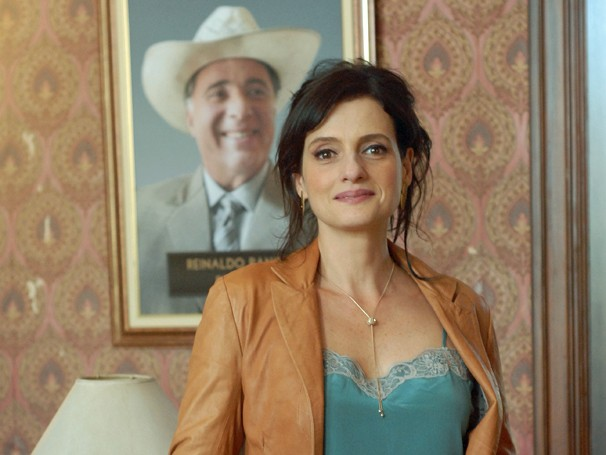 Denise Fraga é Aurora, a tal mulher do prefeito (Foto: Zé Paulo Cardeal/Globo)