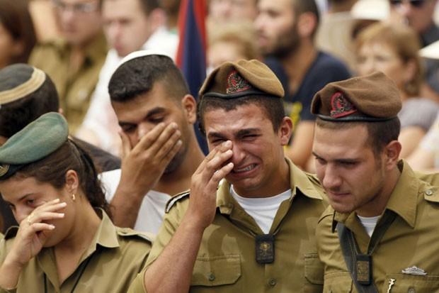 Mortes de Max Steinberg e de Nissim Sean Carmeli ilustram os perigos enfrentados pelos 'solitários' (Foto: AFP/Getty)