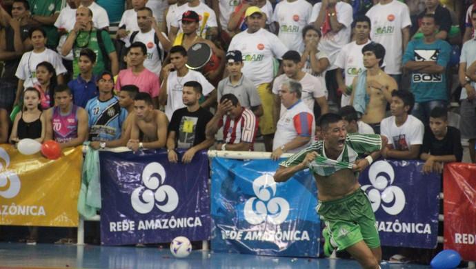 Xaropinho fez o gol do Amigos do Alfredo (Foto: Marcos Dantas)