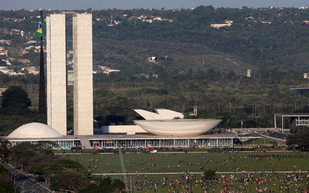 Manifestantes participam de protesto contra o presidente Michel Temer em frente ao Congresso Nacional, em Brasília (Foto: Paulo Whitaker/Reuters)