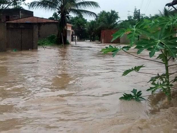 Rio Formoso teve o maior índice de chuvas do estado: 131 milímetros de chuva em seis horas, segundo a Apac. Índice é maior que a metade do esperado para todo o mês de junho: 233 mm (Foto: Reprodução / WhatsApp)