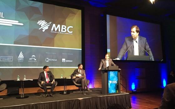 Rodrigo Maia discursa em evento assistido por empresários em São Paulo (Foto: Reprodução)