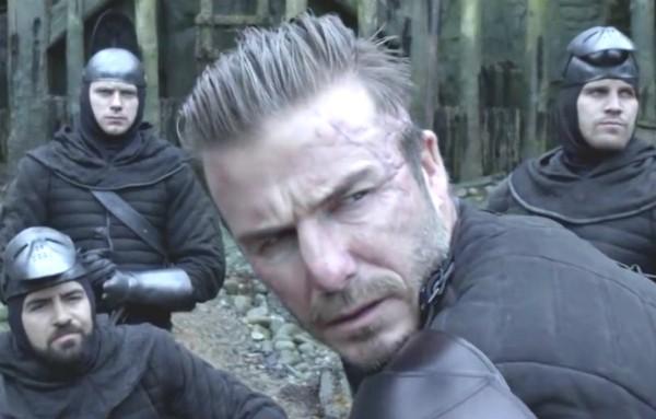 O ex-jogador de futebol David Beckham em cena de Rei Arthur (Foto: Reprodução)